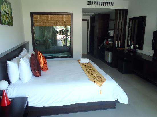 APK Resort: minisuit: view of the room