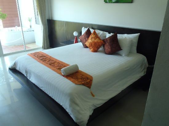 เอพีเค รีสอร์ท: minisuit: view of the bed