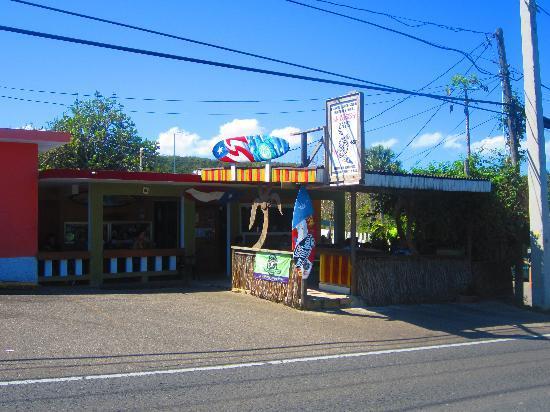 El Carey Cafe & Beach Shop: Outside