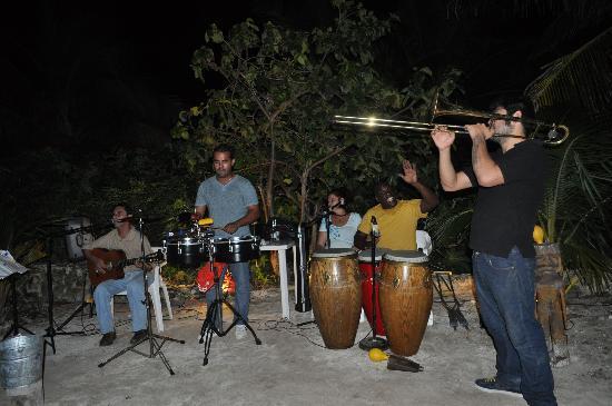 Bahia Tortuga: Live music