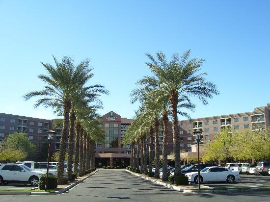 Embassy Suites by Hilton Phoenix-Scottsdale: Front of hotel