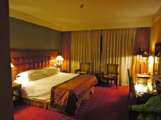 Zhaolong Hotel: 角部屋