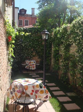 Santa Margherita Guesthouse: Jardinet