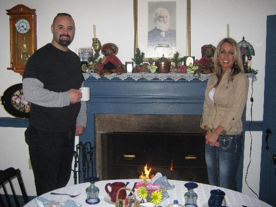The Old Mystic Inn: QUAINT DINING ROOM