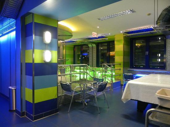 Sala De Estar Karaoke ~ sala de estarsala p desayunowi fi fotografía de Generator Hostel