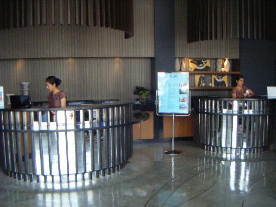 Ashlee Hub Hotel Patong: Reception