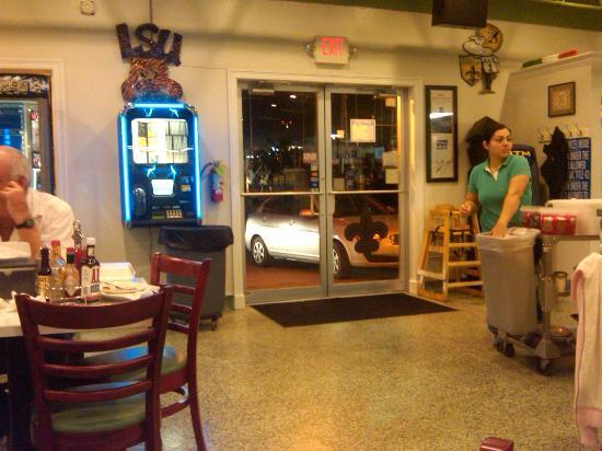 Rocky & Carlo's Restaurant: Interior