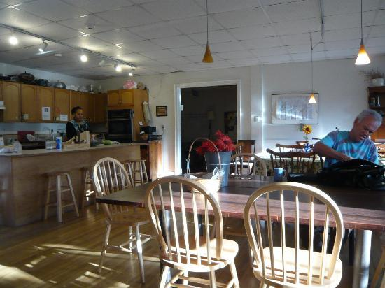 Pilgrim House Hostel: Kitchen Area