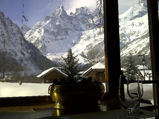 Auberge de la Maison: Breakfast view from the dining room