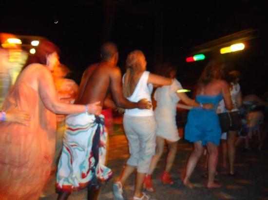 Decameron San Luis: Diversión nocturna asegurada