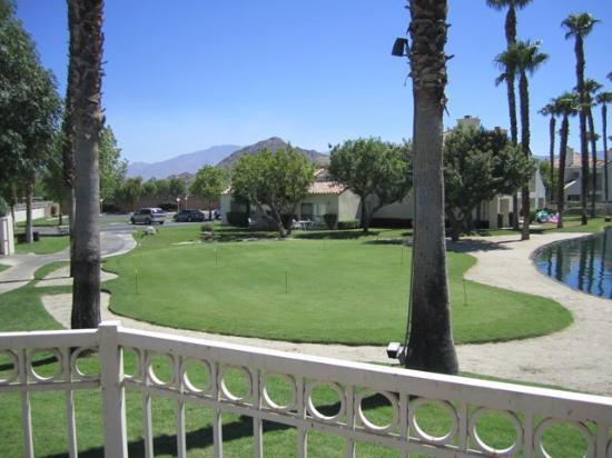 Desert Breezes Resort: Putting Green