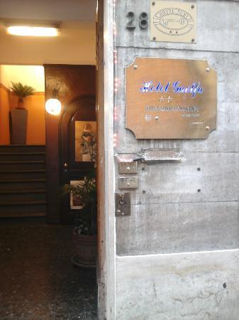 Hotel Guelfa: ingresso hotel