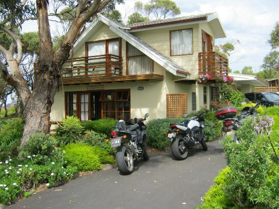 Anchlia Waterfront Cottage: Lovely cottage in a quite cul-de-sac...
