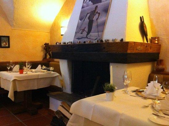Restaurant Erlhof: Kamin im Restaurant