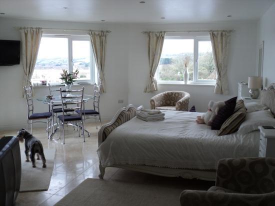 Denham House: Sunnyside room 1