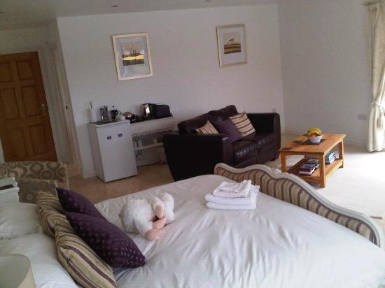 Denham House: Sunnyside room 2