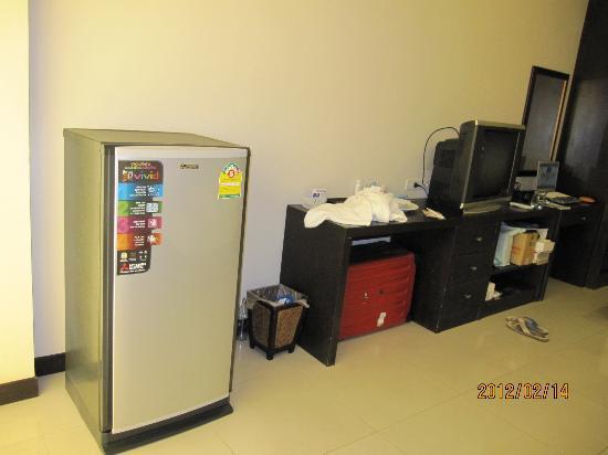 The Atrium Ratchada 13: 冷蔵庫とテレビ
