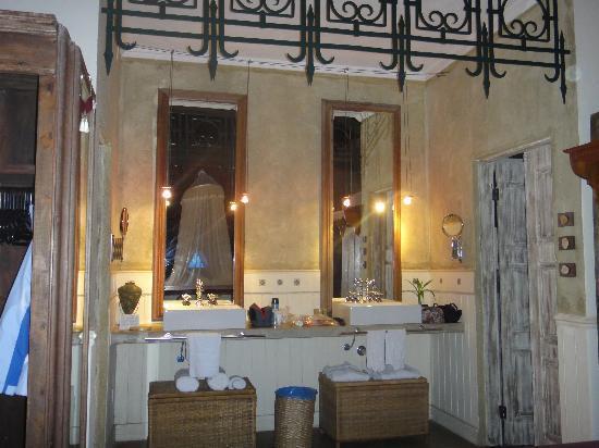 Toca da Coruja: His/Her Sinks!