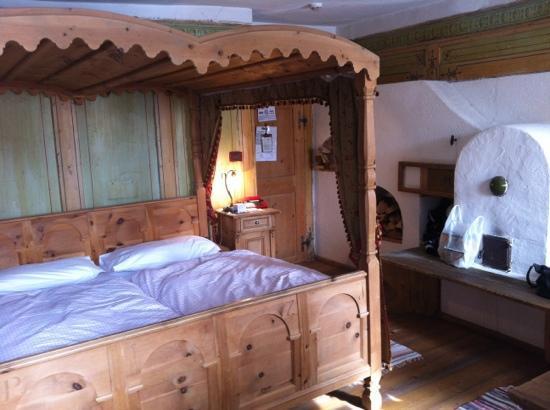 Camere Con Letto A Baldacchino : Camera con letto a baldacchino e stufa a legna foto di hotel la
