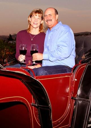 Livermore, Californië: Relaxing romantic trip for two? or a party of six? Sure! Our carriage can comfortably seat six.