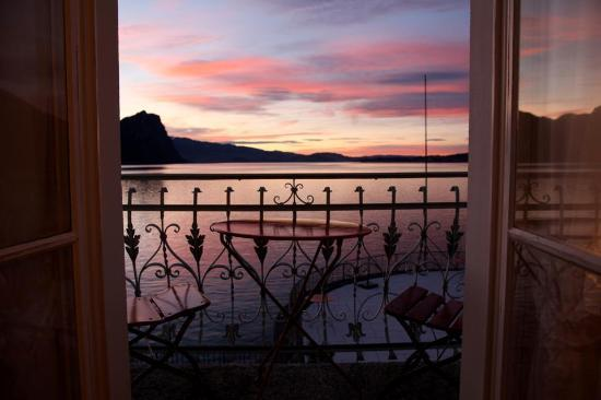 Hotel Terrasse Am See: Blick aus dem Zimmer über den Vierwaldstättersee (garantiert unretouchiert!)