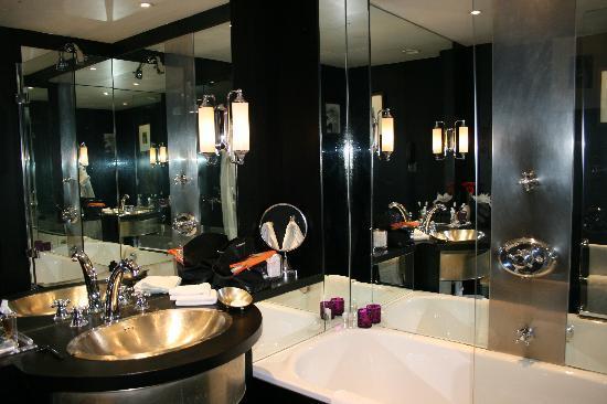 Bagno con vasca e doccia foto di baglioni hotel london for Bagno con doccia e vasca