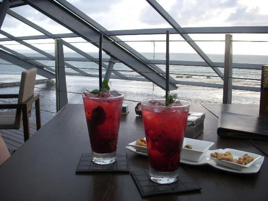 Anantara Seminyak Bali Resort: Raspberry & Basil Caipirinha @ SOS