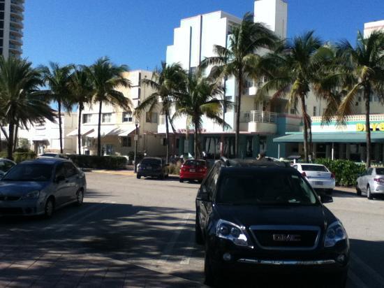 Hawaii Hotel: estacionamiento con parquimetro en hotel, 10 usd x dia