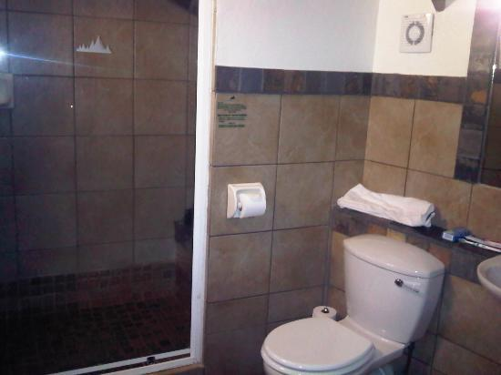 Alpine Heath Resort: Bathroom