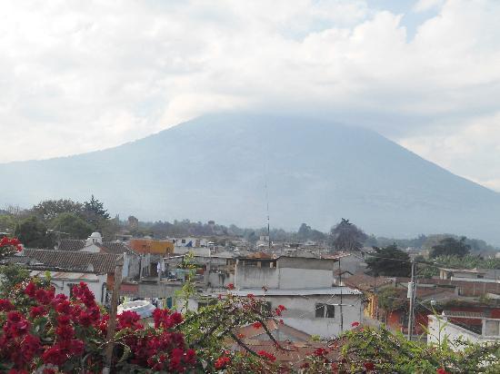 Posada La Merced Antigua: Volcán