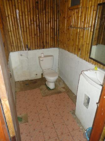 Bamboo Mountain View Phi Phi Resort: Unfinished bathroom