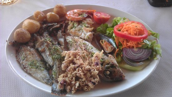 Restaurante La Cofradia: Mixed fish meal.Perfectly cooked.