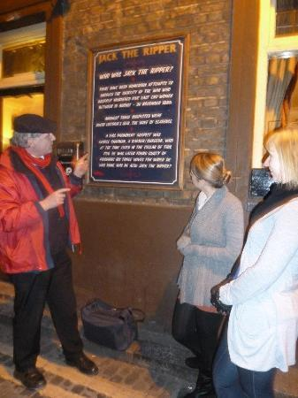 The Original London Sightseeing Tour: Nick & The White Hart pub on Jack the Ripper tour