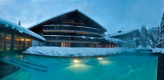 Hotel Alpine Lodge Gstaad - Saanen: Hotel with heated pool in the winter