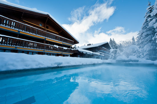 Hotel Alpine Lodge Gstaad - Saanen: Hotel with heated pool