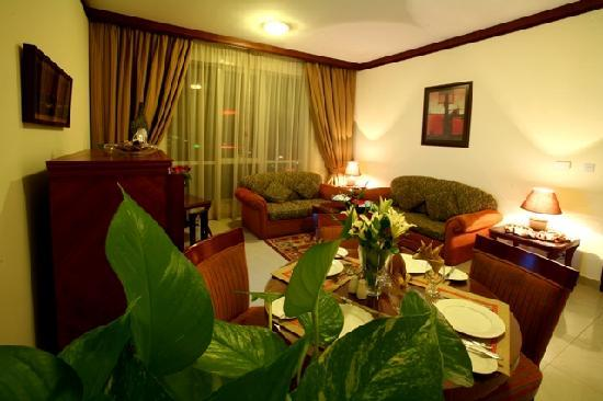 Mourouj Hotel Apartments: Executive Suite Living Room