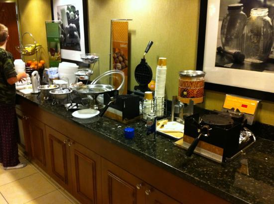 Hampton Inn Los Angeles / Orange County / Cypress: Breakfast corner