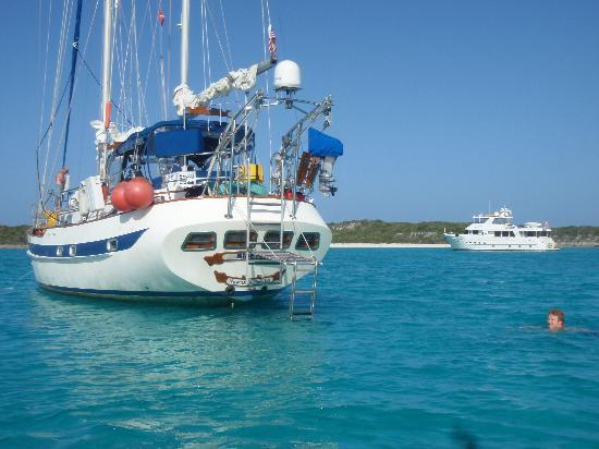 Private Yacht Charter SXM - Day Trips: blue moon yacht ct 65