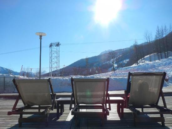 Club Med Serre-Chevalier: En terrasse par plein soleil...