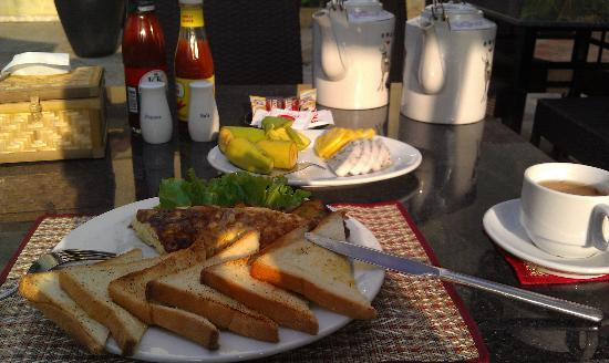 Check Inn Siem Reap: nice breakfast