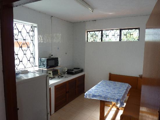 Krissy's Apartments : Кухня