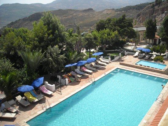 Alcadima Hotel: Piscina y vistas desde el balcón
