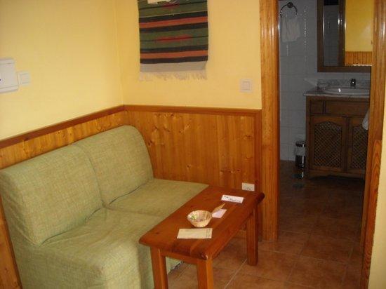 Alcadima Hotel: Entrada a la habitación