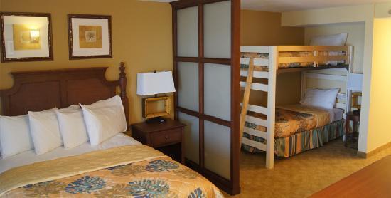 Navy Lodge Pensacola : Family Suite Bedroom