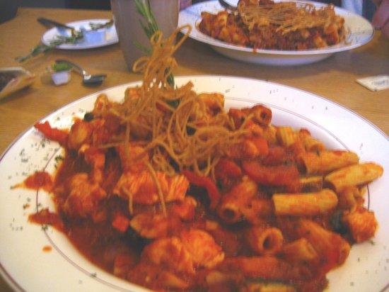 Pie's On Italian American Family Restaurant: Chicken Cacciatore