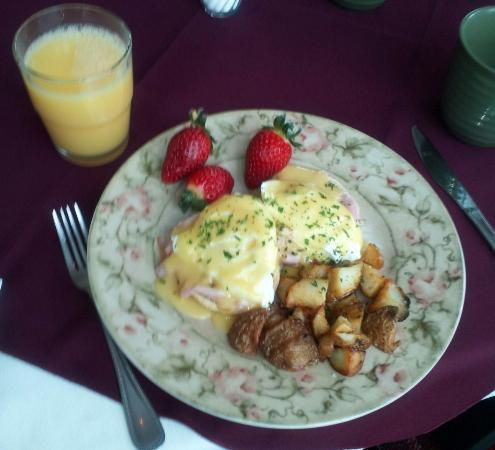Mayville, Estado de Nueva York: Eggs Benedict - yum!