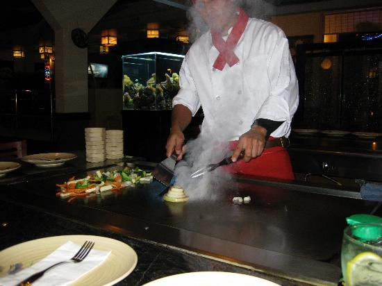 Shirasoni Japanese Sushi: Teppanyaki chef starting our meal.