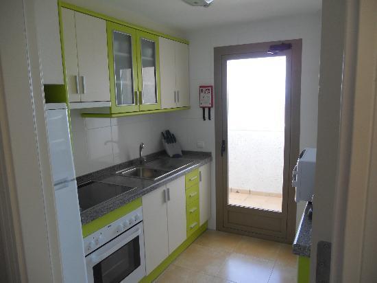 Aparthotel Esmeralda Suites: Kitchen