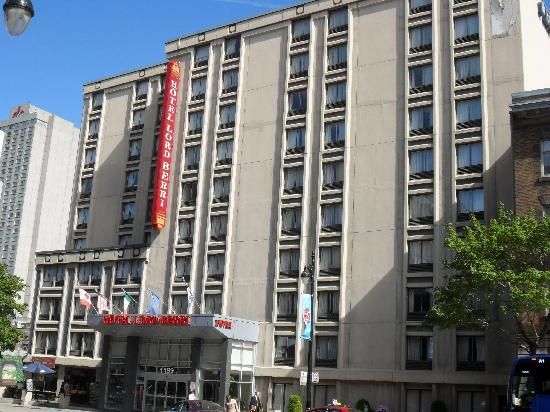 Lord Berri: The hotel front from Rue Berri