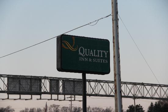 Quality Inn & Suites : Quality Inn Des Moines Sign